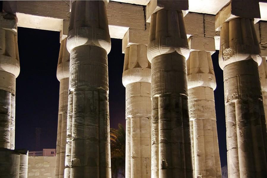 karnak temple at night