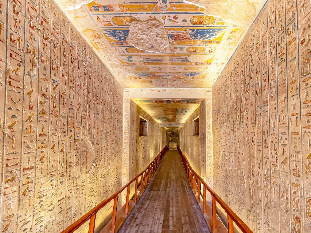 Tomb-KV2-in-the-Valley-of-the-Kings-is-the-burial-place-of-Ramesses-IV-1200x900.jpg